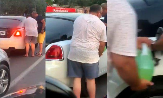 VIDEO. Rolls-Royce, rămas fără benzină într-un sens giratoriu din Mamaia