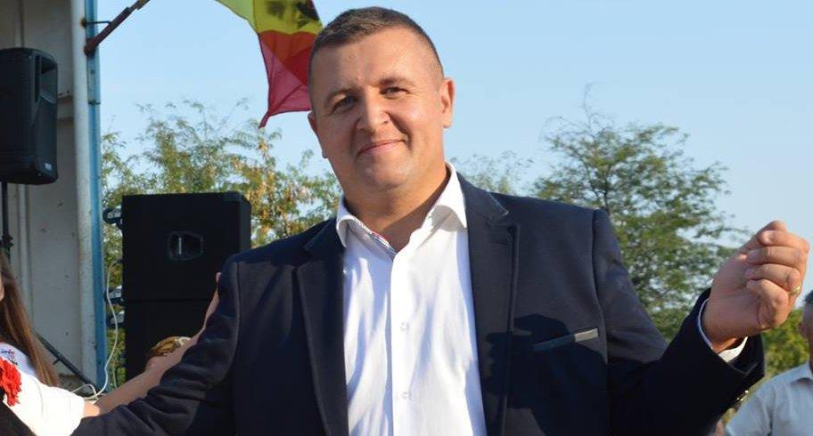 """Primar PSD amenință Guvernul dacă vaccinarea devine obligatorie: """"Vă așteptăm cu furcile, coasele şi securile"""""""