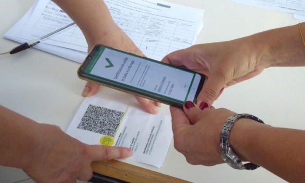 O tânără a prezentat certificatul verde al unei prietene pentru a mânca la mall. S-a ales cu dosar penal