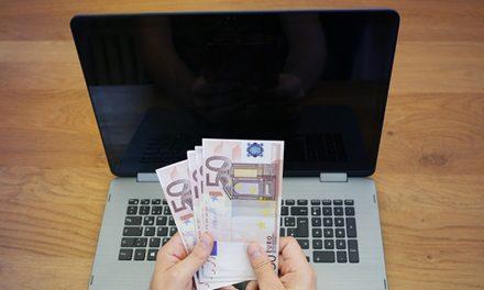De ce le place românilor să investească în pokerul online?