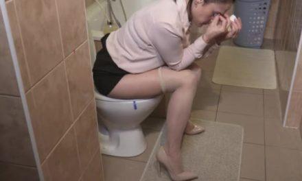 Ghinionul naibii! O angajată din Primărie a folosit la toaletă hârtia igienică pe care Chițac își desenase proiectele